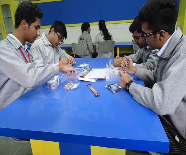 M M  Public School | Laboratories
