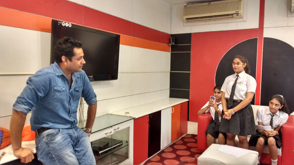 Interaction with Delhi ka sabse bada Vella- RJ Rocky 93.5 Red FM.