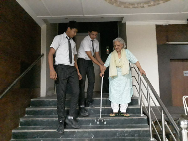 Visit to Old Age Home by SWAS Club